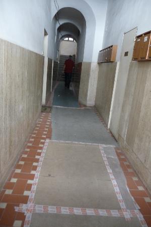 Garden Florence : Long dark entry hall,cardboard on floor