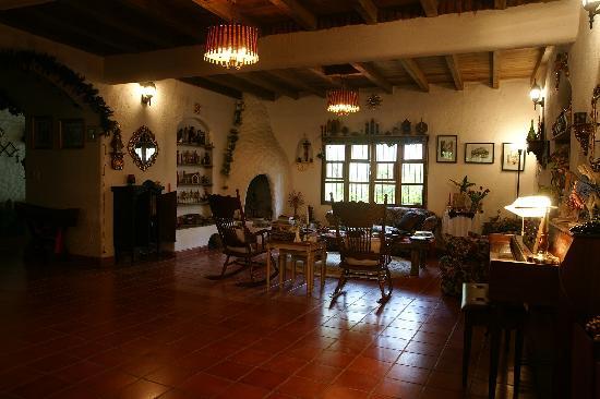 Caserio Valuz: Living Room