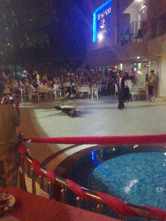 Sultan Sipahi Resort: evening entertainment