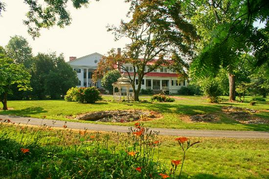 Berryville, Virginie : Rosemont is nestled on 60 acres of beautifully kept grounds