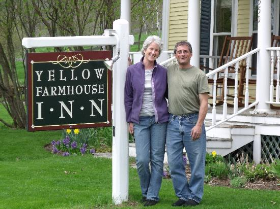 Yellow Farmhouse Inn: Our wonderful hosts Mike and Sandra!