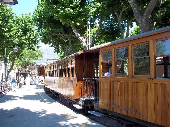 Port d'Alcudia, İspanya: The Orange express
