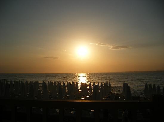 Can Garden Beach Hotel: sunset rom restaurant