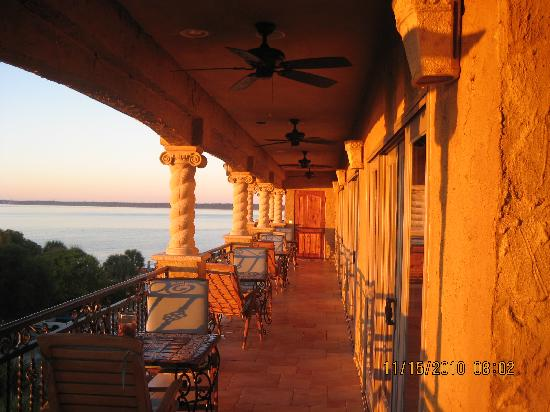 Ocean Lodge: Third floor terrace at sunrise