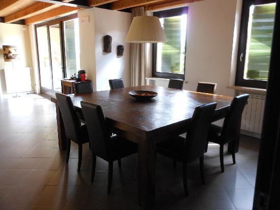 Agriturismo Sommavalle: Handmade cedar dining table