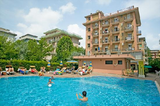 Hotel Abarth: hotel e piscina