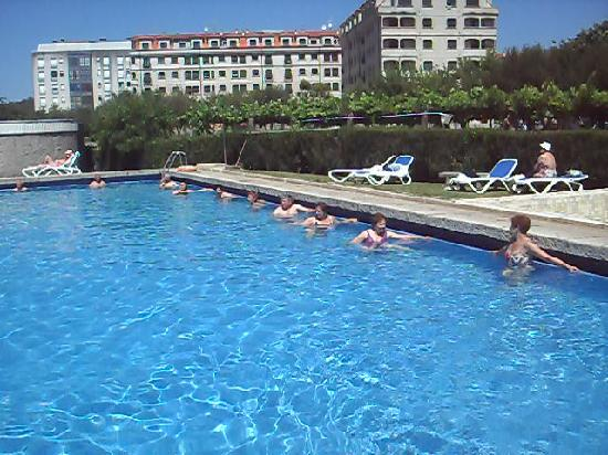 Caldas de Reis, สเปน: gimnasia en la piscina