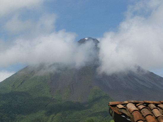 Hotel Mountain Paradise: Arenal Volcano, from the pool area