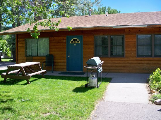 Canyon Lake Resort: Individuals or groups can stay in our motel rooms, cabins, or lodge in the Black Hills.