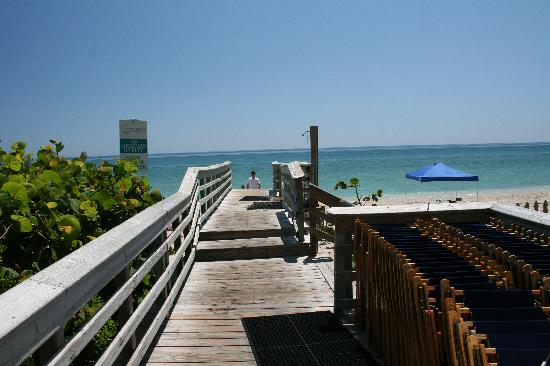 Hutchinson Island, Flórida: From resort going to beach