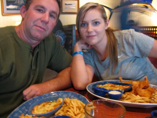Red Lobster: RyLee and Phillip's enjoy their food