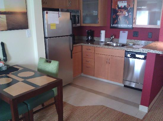 Residence Inn Columbus: Kitchen Area