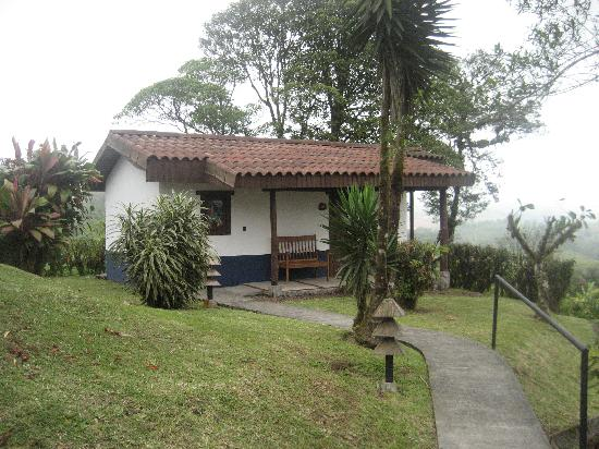 Villa Blanca Cloud Forest Hotel and Nature Reserve: View of cabin