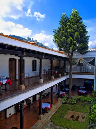 Placido Comfort Hotel: Our Patio, Colonial Style