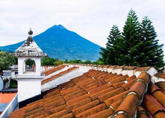 Placido Comfort Hotel: Vista al Volcán de Agua