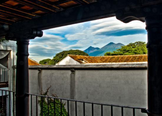 Placido Comfort Hotel: Volcán de Fuego y Acatenango