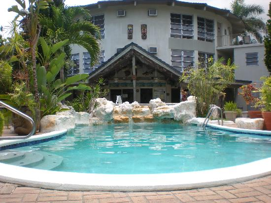 Freeport Resort & Club: pool and restaurant