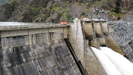Hells Canyon Scenic Byway: The dam was amazing!