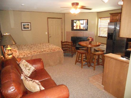 Baldwin City Lodge: Baker Suite