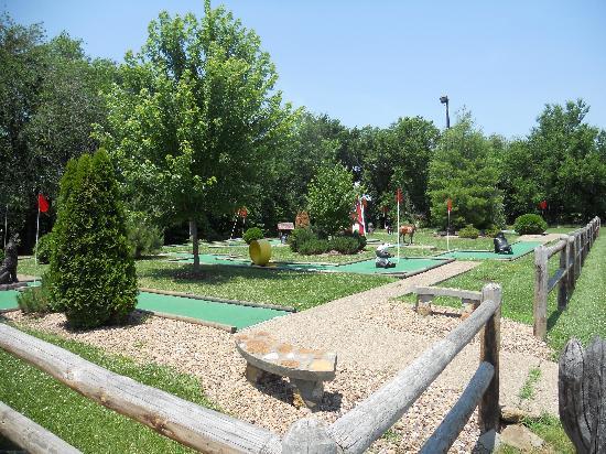 Baldwin City Lodge: Putt Putt Golf