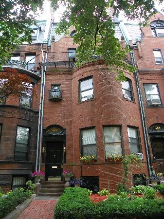463 Beacon Street Guest House: Outside of the hotel