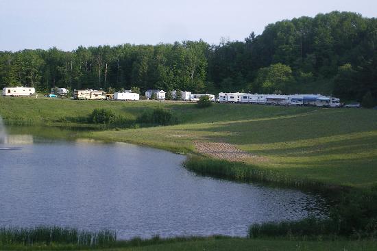Benjamin's Beaver Creek Resort: View of modern camping area
