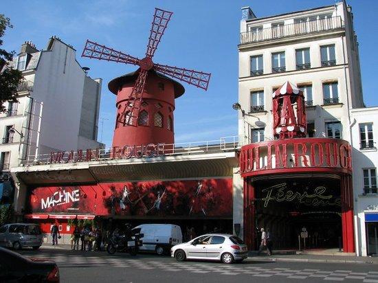 The Little Train of Montmartre (Le Petit Train de Montmartre) : Catching the train