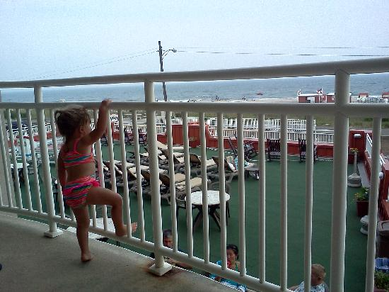 Montreal Beach Resort: My little girl LOVED the ocean views