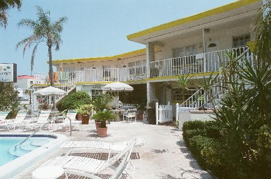 Sands Point Motel: view from pool deck