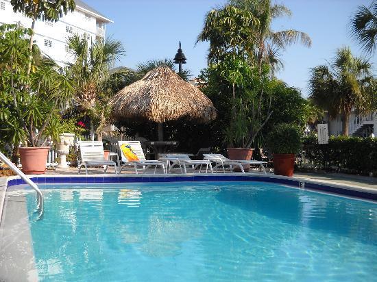 ساندز بوينت موتل: view from pool deck