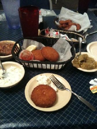 Fish Net Family Restaurant: set up plus crab cakes