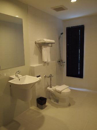 Ibis Styles Chiang Mai: All Seasons Chiang Mai, bathroom
