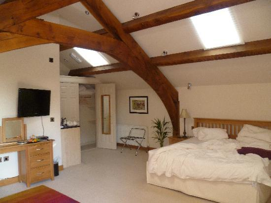 Cold Cotes Guest Accommodation & Gardens: Our room on top floor of the Barn