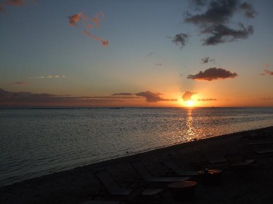 LUX* Saint Gilles: le spectacle naturel tous les soirs depuis la plage