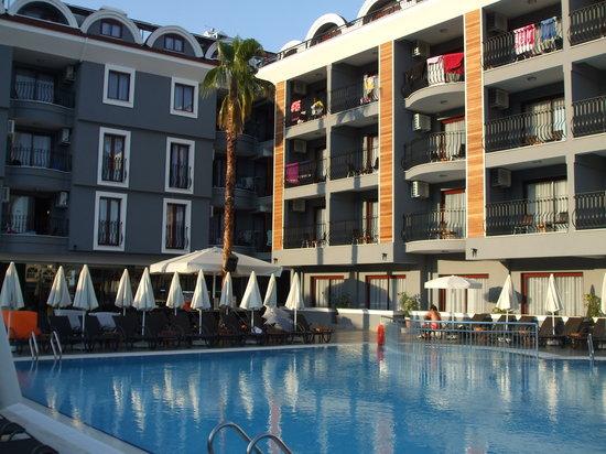 Club Viva Hotel: бассейн отеля