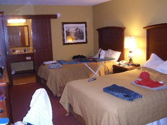 Room 1235 picture of rosen inn international orlando for T and c bedrooms reviews
