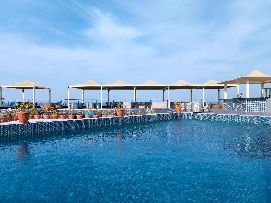 Park inn by radisson muscat 83 1 6 0 updated 2018 for Rooftop swimming pool