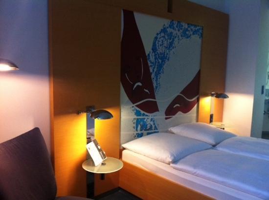 Novum Select Hotel Berlin Ostbahnhof: bed in room 204