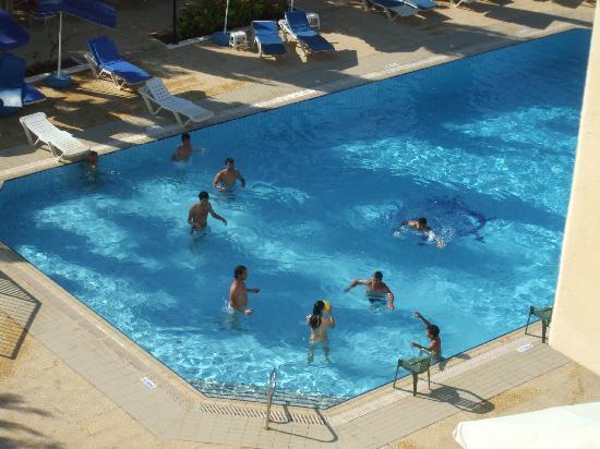 Kapetanios Bay Hotel: notice,all the sunbeds were empty?