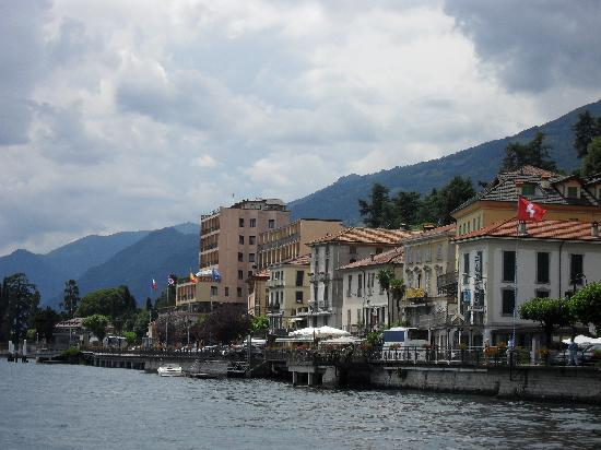Hotel Bazzoni et du Lac: Hotel view from the ferry