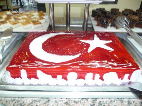 Izer Hotel & Beach Club: Super buffet avec beau gâteau
