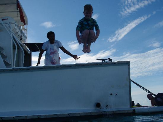 Oolala Cruises: The big Bomb