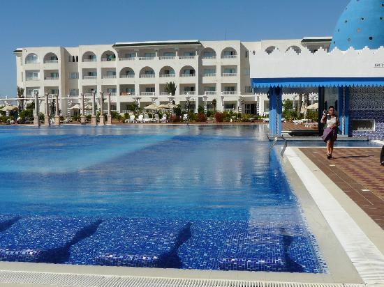 Concorde Hotel Marco Polo: très grande piscine