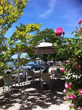La Lucarne aux Chouettes : La Terrasse du bar
