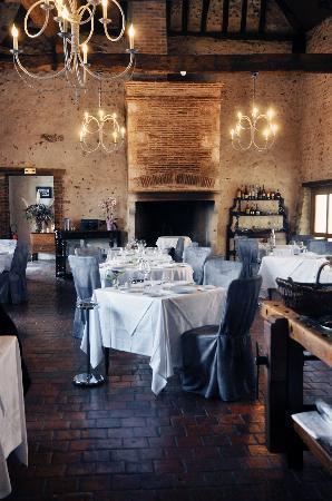 Villeneuve-sur-Yonne, France: La salle de restaurant