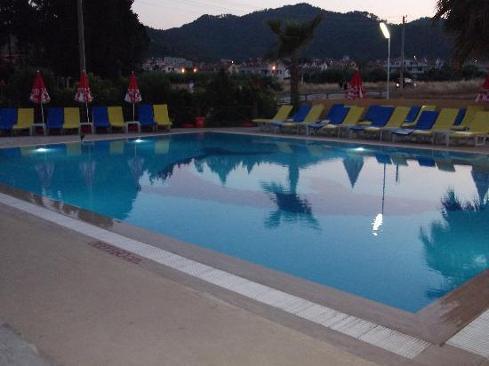 Albatros Apartments: Pool 2