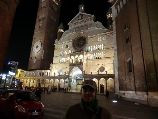 Кремона, Италия: torrazzo e duomo