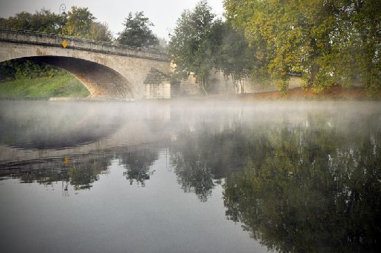 La Lucarne aux Chouettes : La vue sur l'Yonne