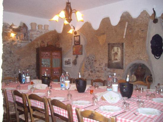 A Taverna Intru U Vicu: Tavolo Imperiale in Saletta