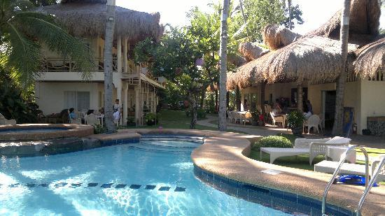Mike's Dauin Beach Resort: The Resort